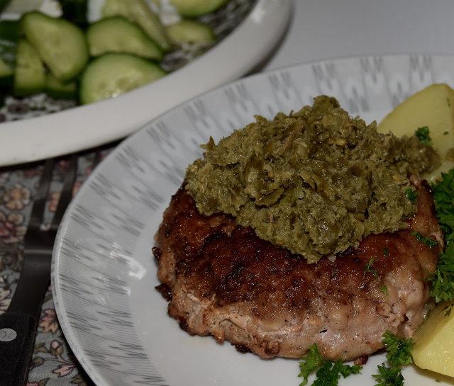 Grøn topping til kød eller fisk