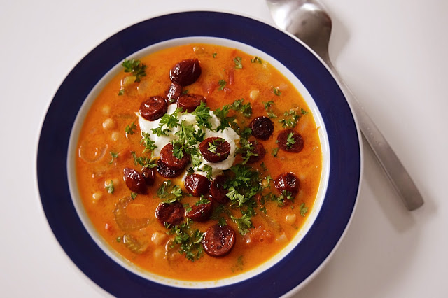 Suppe med kikærter og chorizo