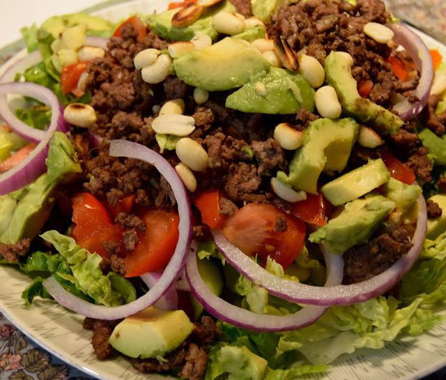 Salat med krydret oksekød