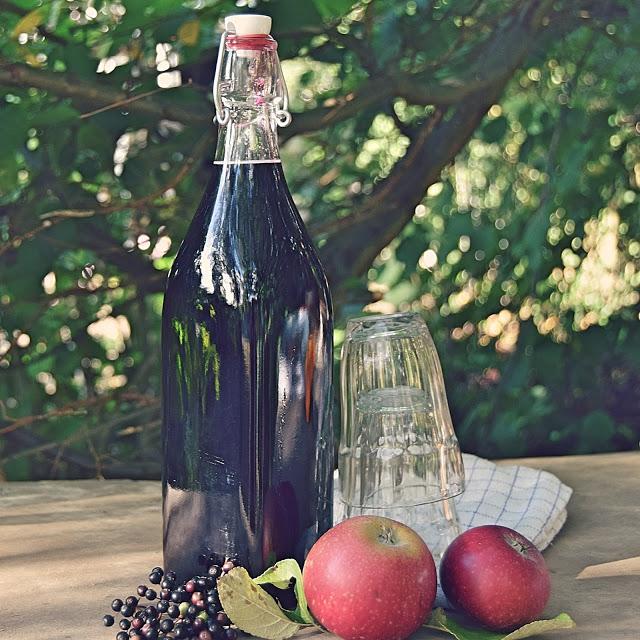 Hjemmelavet hyldebærsaft