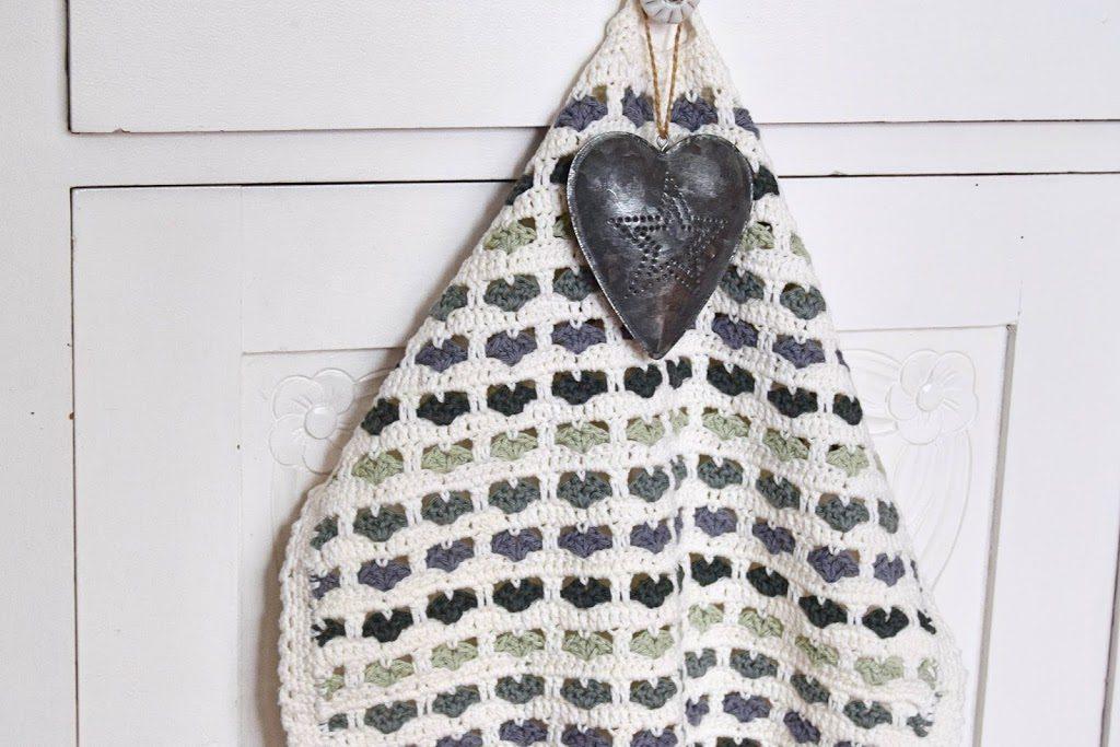 Hæklet håndklæde med hjerter
