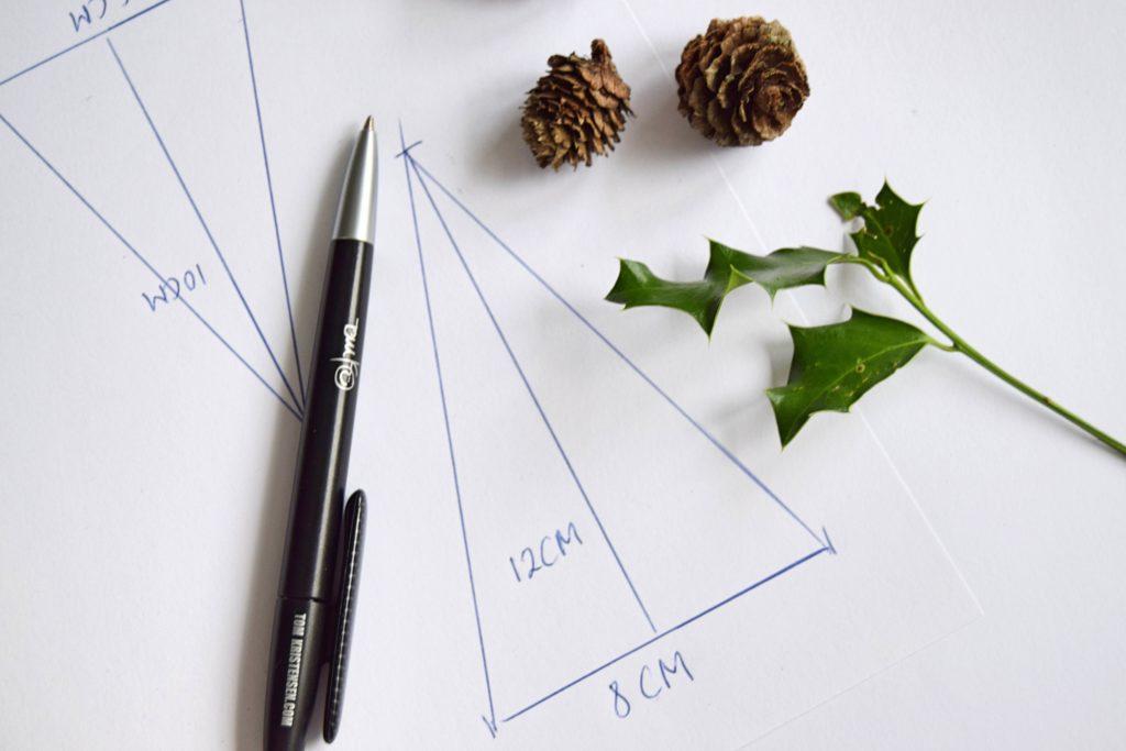 Sådan tegnes en juletræsskabelon