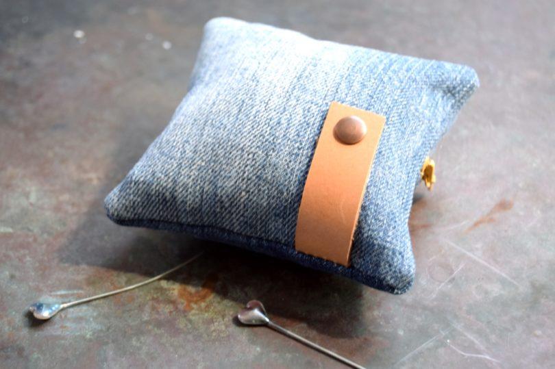 Nålepude syet af genbrugs jeans