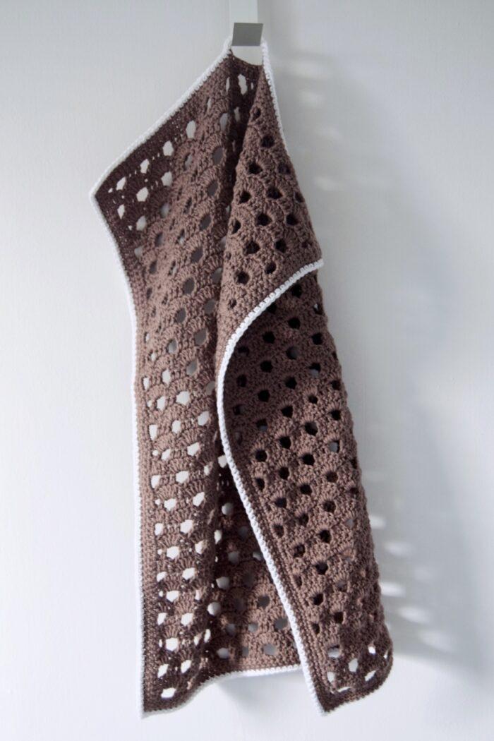 Hæklet køkkenhåndklæde med hulmønster