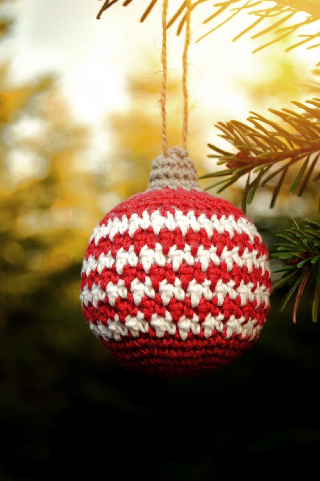 Hæklet julepynt. Gratis opskrifter på hæklet julekugle